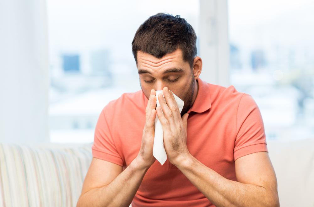 Flu dan batuk membuat aktivitas seseorang terganggu. Foto: Shutterstock