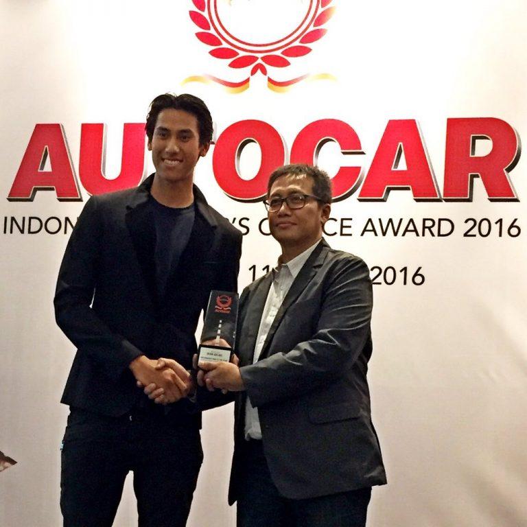 Sean Gelael Raih Penghargaan Motorsport Man of The Year 2016